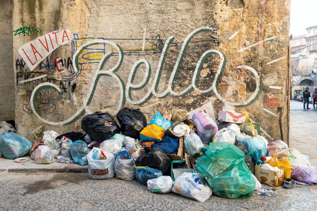 Déchets à Palermo - credit photo Etienne Girardet on Usplash